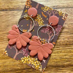 Mauve colored flora dangle earrings